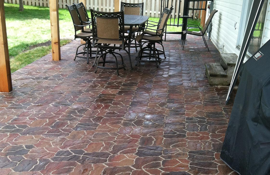 Patio with intricate flagstone pavers